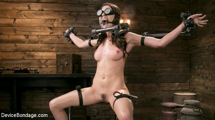Melissa Moore - Newcomer Melissa Moore Submits to Screaming Bondage (2017 | HD) (1.58 GB)