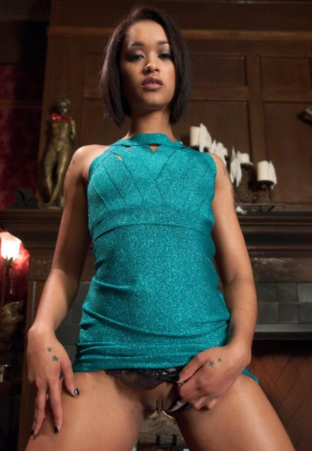 Isis Love, Skin Diamond - Kinky Couple Convert Lesbian into Submissive Whore (2014 | SD) (943 MB)
